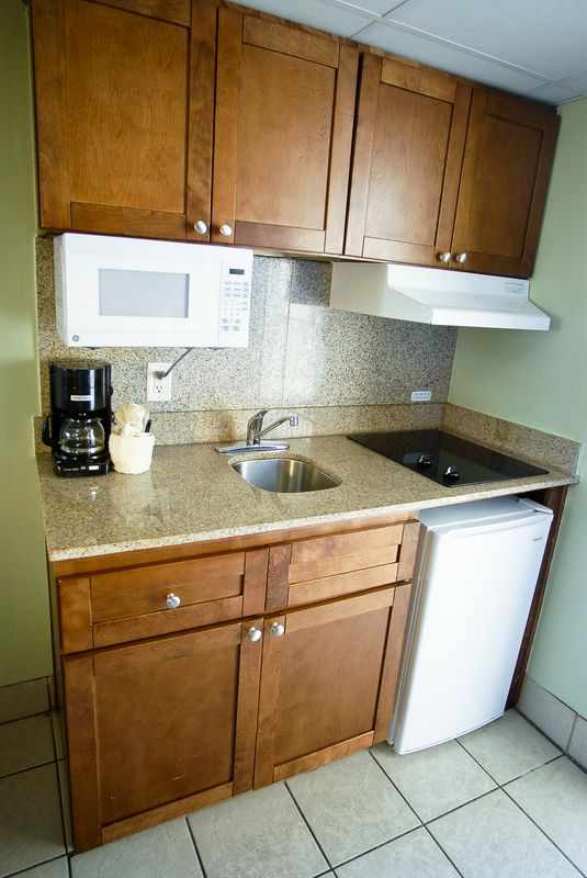 Oceanfront Efficiency kitchenette