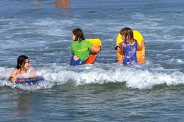 kids body surfing